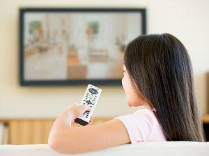 Как просмотр телевизора может влиять на то, что ест ваш ребенок?